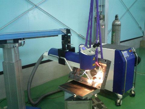 従来より使用しているレーザー溶接機。